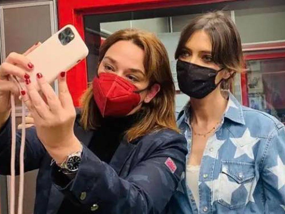 Foto:  Toñi Moreno y Sara Carbonero, en Radio Marca. (IG @saracarbonero)
