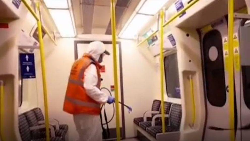 Banksy irrumpe en el metro de Londres con nueva obra: Sin mascarilla no lo consigues