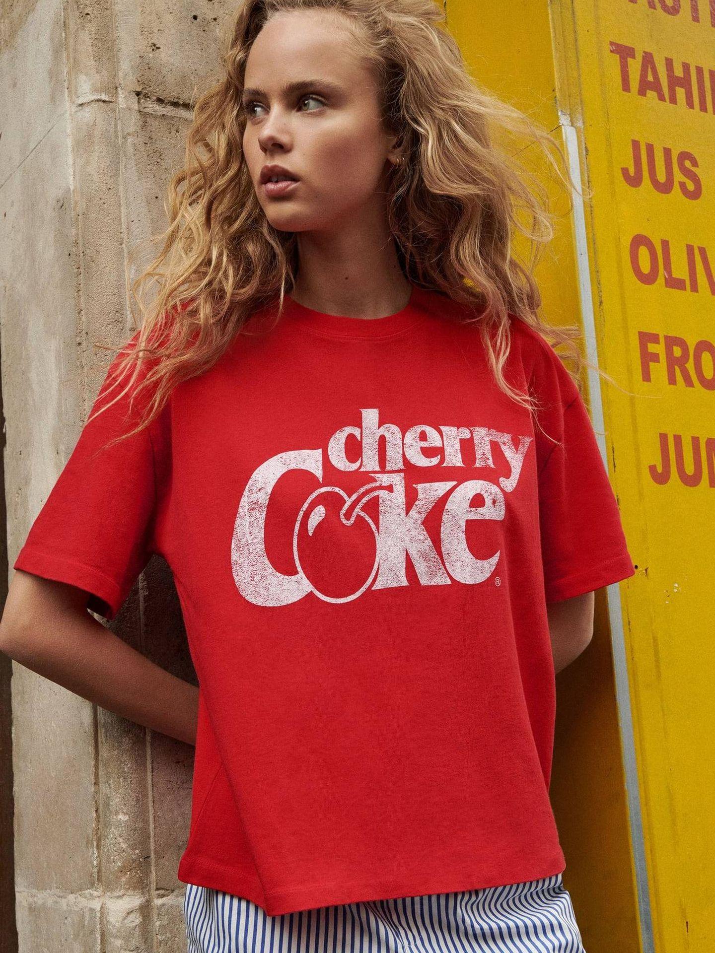 Camiseta de Cherry Coke de Zara. (Cortesía)