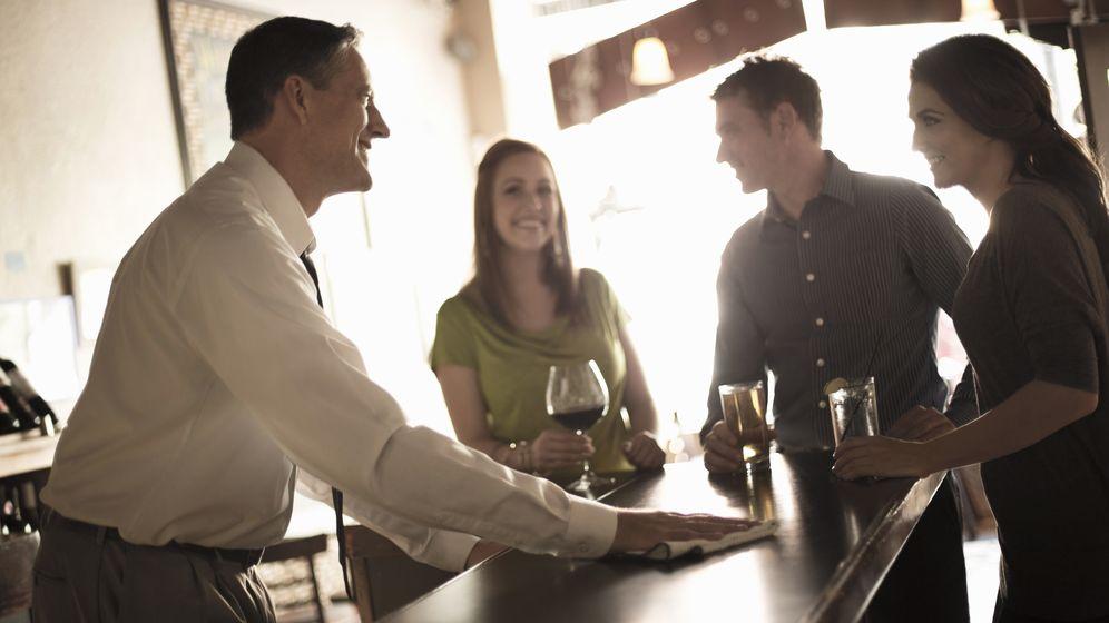 Foto: Los hombres comienzan a dejar de ser atractivos para las mujeres más jóvenes en la cuarentena. (Corbis)