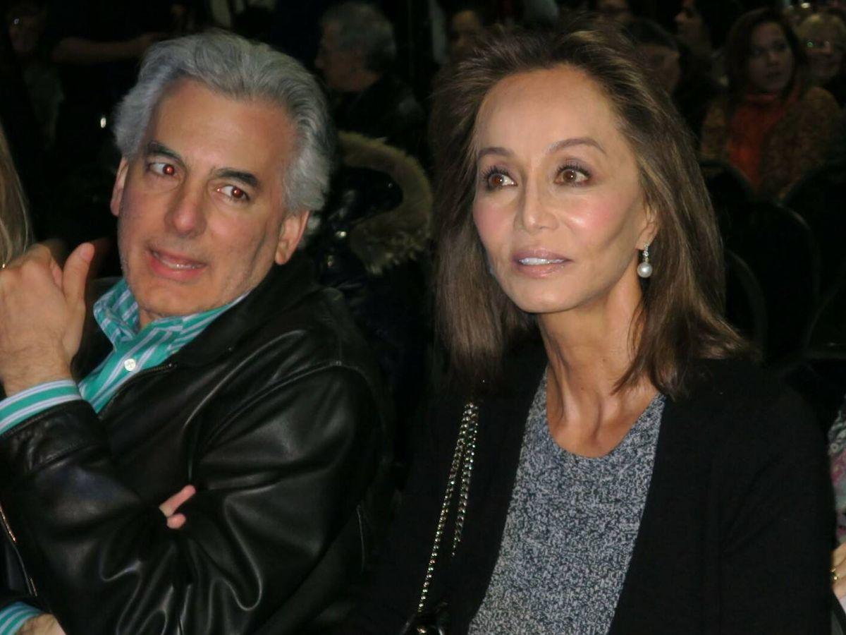 Foto: Álvaro Vargas Llosa, con Isabel Preysler. (EFE)