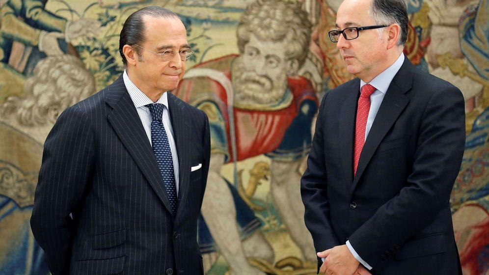 Foto: Luis Gallego, futuro CEO de IAG, a la derecha, junto al actual presidente, Antonio Vázquez. (EFE)