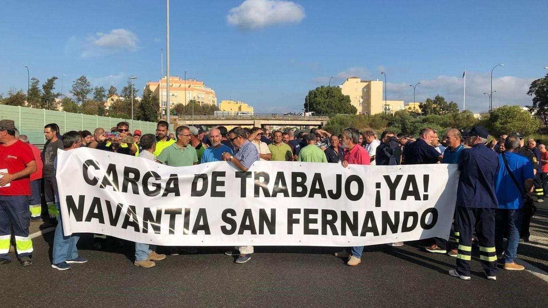 Fotografía facilitada por el comité de empresa de Navantia de los trabajadores del astillero de Navantia de San Fernando (Cádiz). (EFE)