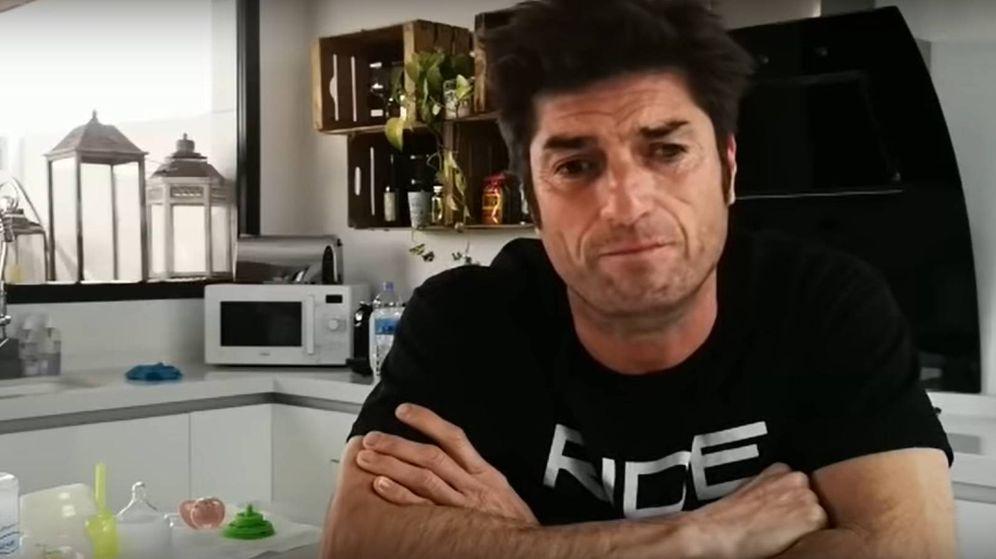 Foto: Oscar Haro, en su canal de Youtube explicando el fallecimiento de su padre