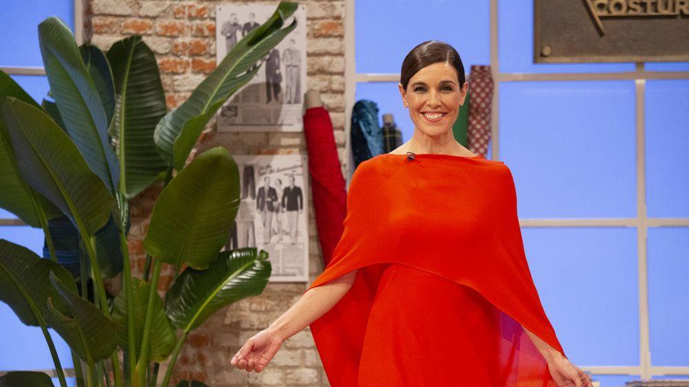 Foto: Raquel Sánchez Silva, en una imagen de 'Maestros de la costura'. (TVE)