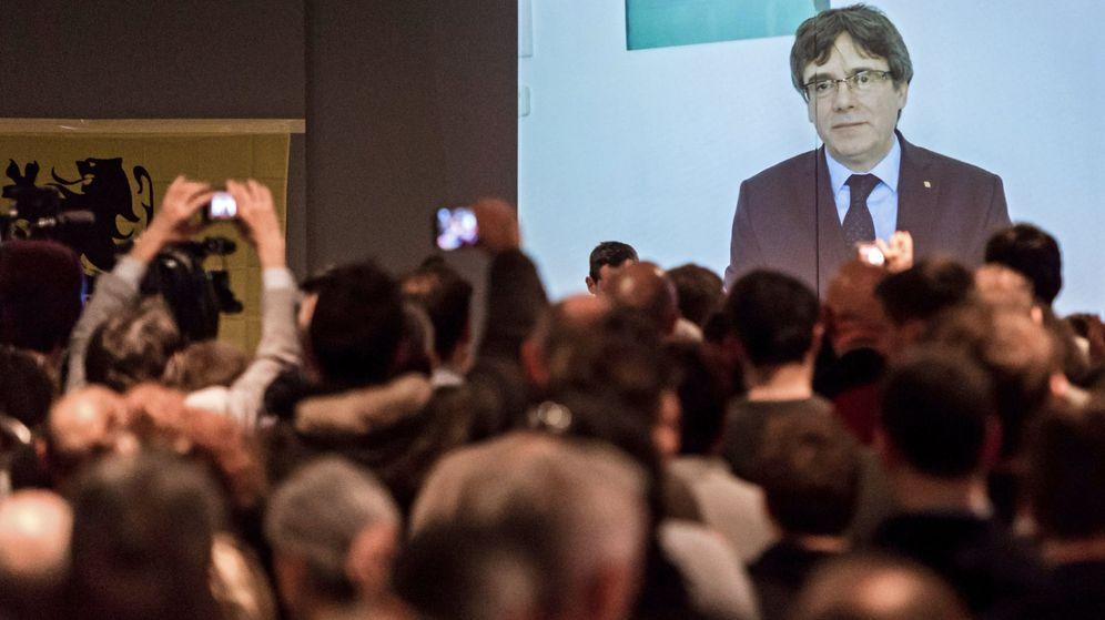 Foto: El expresidente catalán Carles Puigdemont aparece en un vídeo en Lovaina. (EFE)