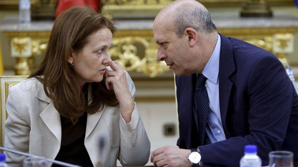 Foto: La secretaria de Estado Monserrat Gomendio Kindelan, junto a su pareja, el ministro José Ignacio Wert (EFE)
