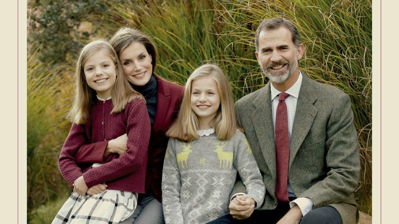Foto: Imagen familiar que los Reyes han elegido como felicitación navideña (Foto: Casa Real)