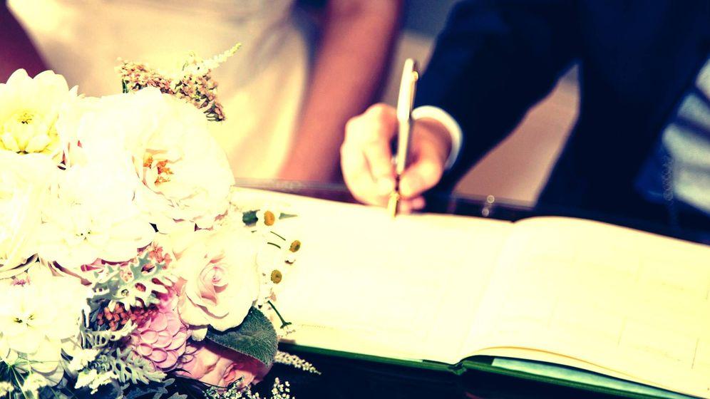 Foto: Firma de capitulaciones matrimoniales en una imagen de archivo. (iStock)
