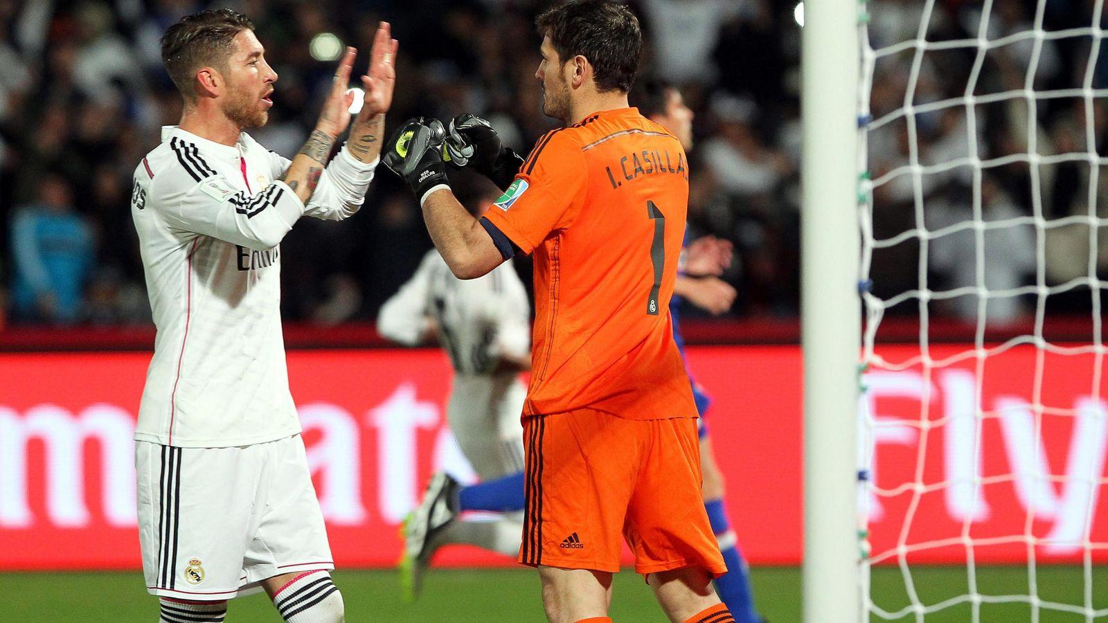 Foto: Ramos y Casillas se saludan durante un partido del Real Madrid. (EFE)