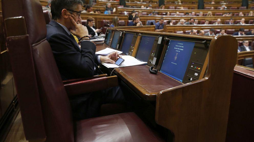 El PSOE intenta encapsular al PSC y convencer a los críticos de que se abstengan