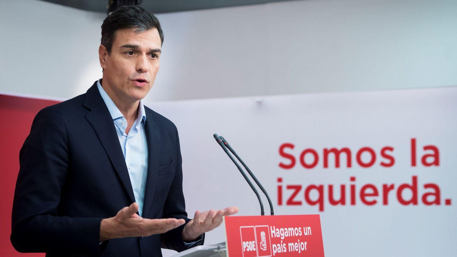 Foto: El secretario general del PSOE, Pedro Sánchez, este 11 de abril en rueda de prensa en Ferraz. (EFE)