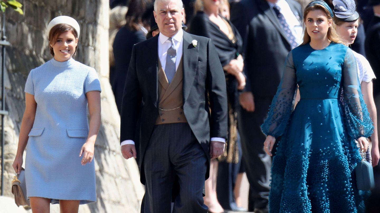 El príncipe Andrés y sus hijas. (Reuters)