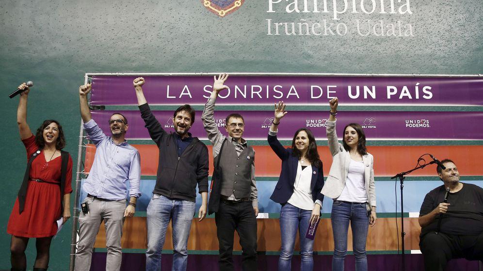 Foto: Acto electoral de Unidos Podemos en el frontón Labrit de Pamplona. (EFE)