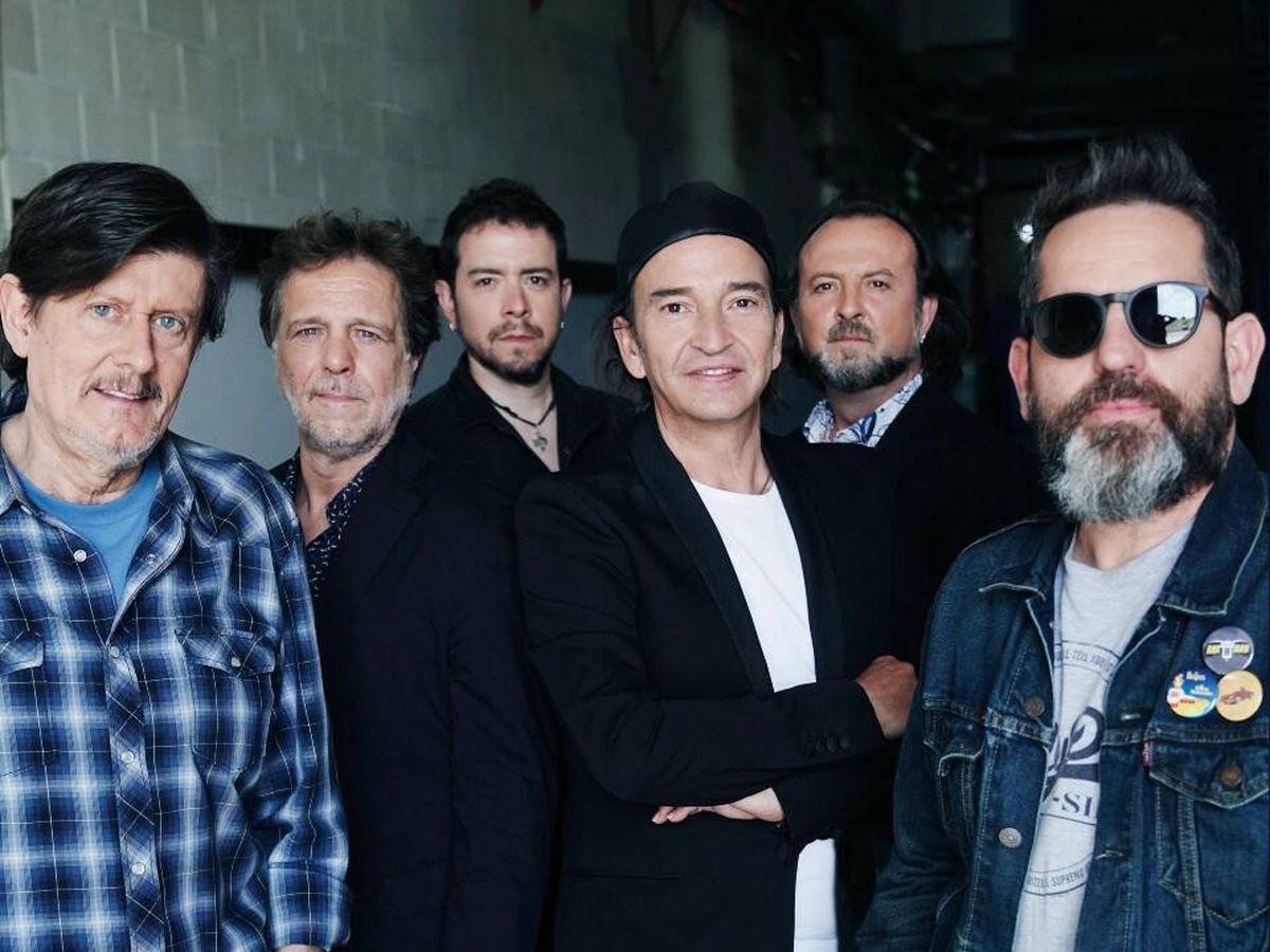 Foto: Los seis integrantes de Los Secretos en la actualidad