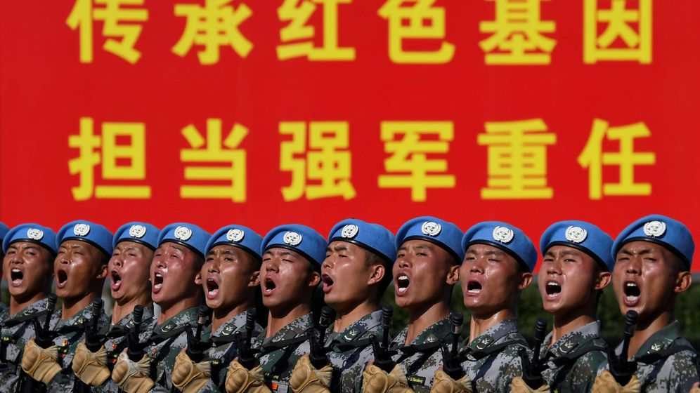 Foto: Soldados chinos desfilando con motivo del 70 aniversario de la fundación de la República Popular China. (Reuters)