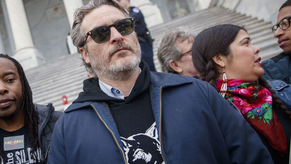 Foto: Joaquin Phoenix momentos antes de su arresto. (EFE)