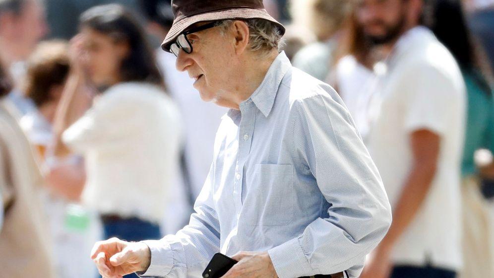 Foto: El realizador estadounidense, Woody Allen, durante el rodaje de su última película este jueves en el centro de San Sebastián (EFE)