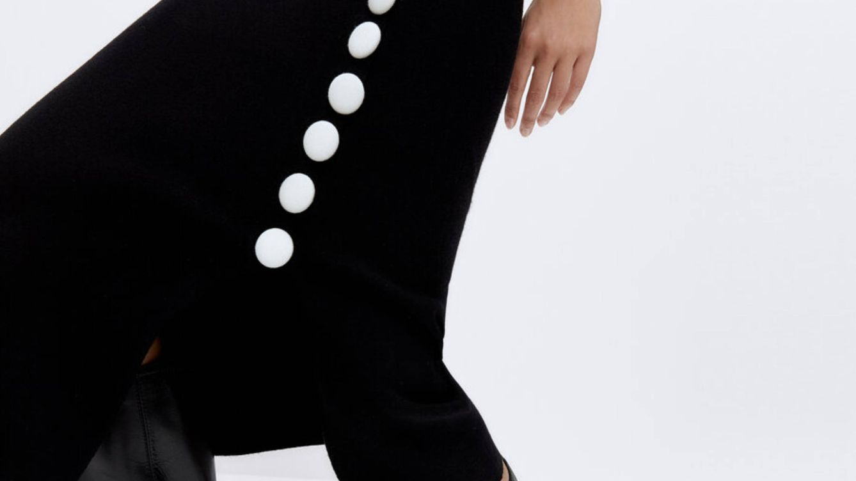 La falda tubo confeccionada en punto creada para un cuerpo 10 está en Uterqüe