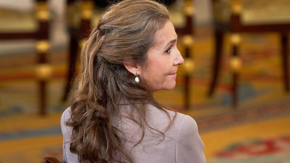 El tiempo entre costuras de la infanta Elena: da clase en Madrid y en una escuela histórica