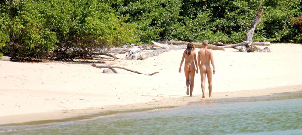 Foto: Los nudistas y la audiencia siguen respaldando a 'Adán y Eva' un mes después