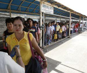 Filipinos a la fuga: emigran a un ritmo de 140 a la hora con destino EEUU y Dubai