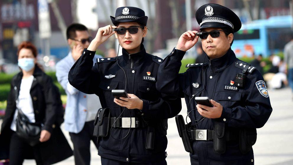 La policía del futuro muestra sus armas en esta feria tecnológica china