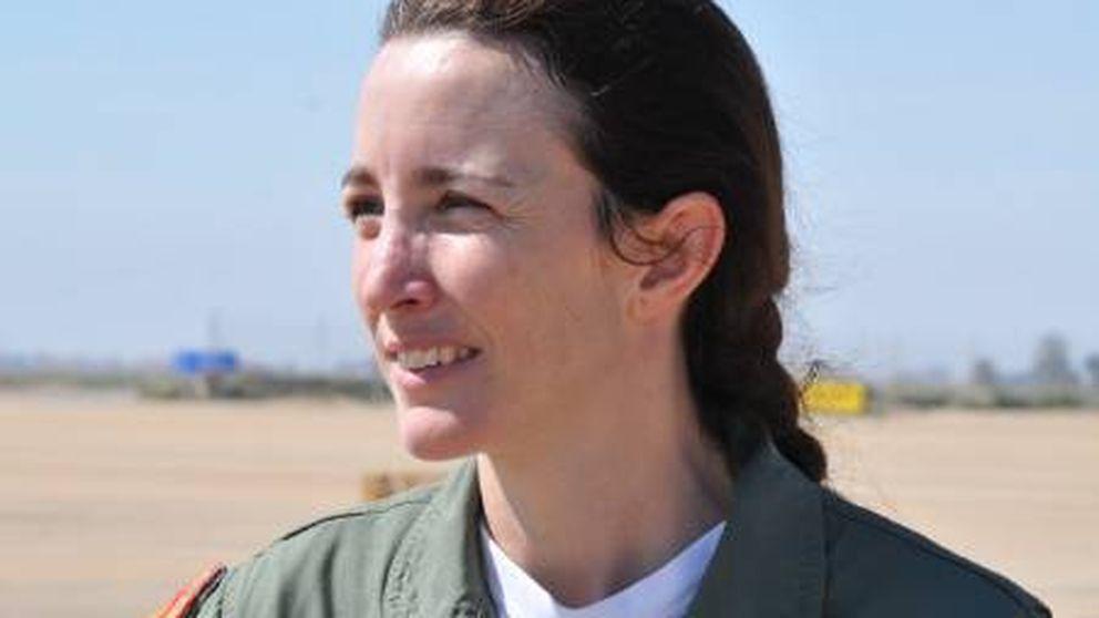 La Patrulla Águila ficha a la primera piloto de combate de España