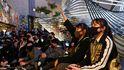 Arrestan en Hong Kong a cinco adolescentes por matar a un hombre en las protestas