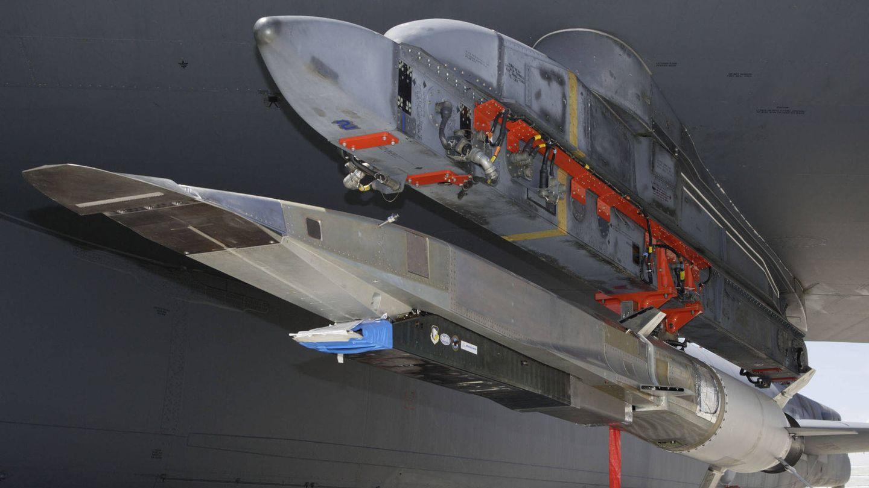 X-51 listo para ser lanzado desde un B-52. (Foto: NASA)