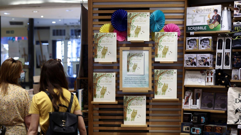 El libro de Meghan Markle, en librerías londinenses. (Reuters)