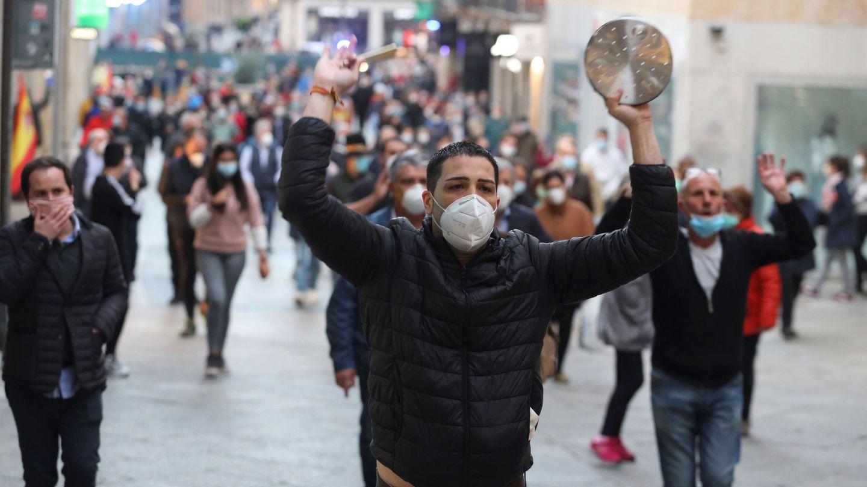 Manifestación en el barrio de Salamanca. (EFE)