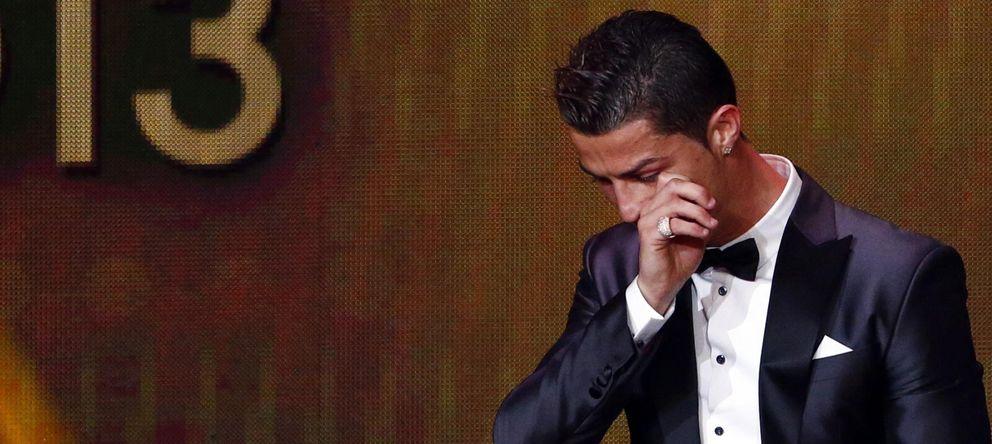Foto: Cristiano Ronaldo, emocionado tras recibir el Balón de Oro (Reuters).