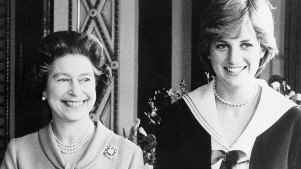 Foto:  Isabel II y Diana de Gales. (Alamy)