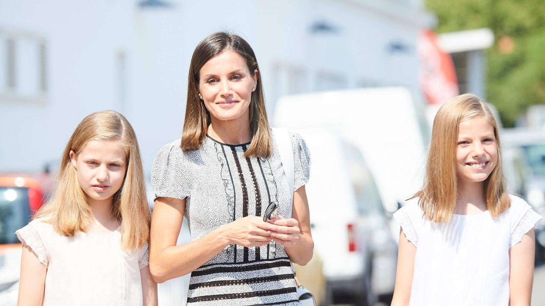 Letizia y sus hijas, muy sonrientes. (Limited Pictures)