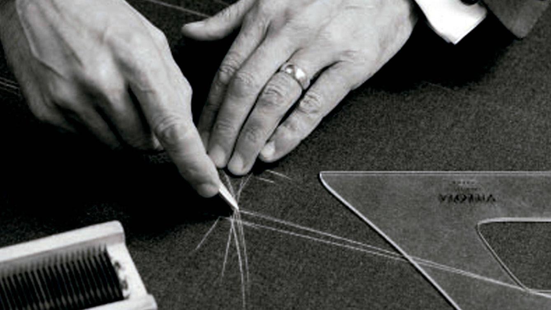 Foto: Confección artesanal del traje, camisería a medida y personalización protagonizan el servicio 'A su medida' de El Corte Inglés.