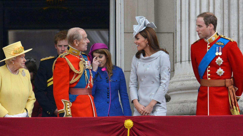 El duque de Edimburgo y la reina, con Guillermo y Kate. (Reuters)