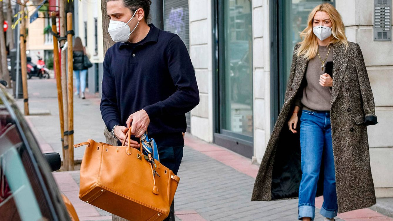 Marta Ortega reaparece en Madrid reinventando básicos y con bolso de Hermès