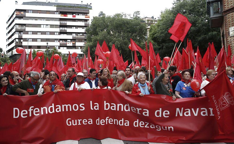 Foto: Manifestacion celebrada en junio en Pamplona en defensa de la bandera de Navarra tras la derogación de la Ley de Símbolos. (EFE)