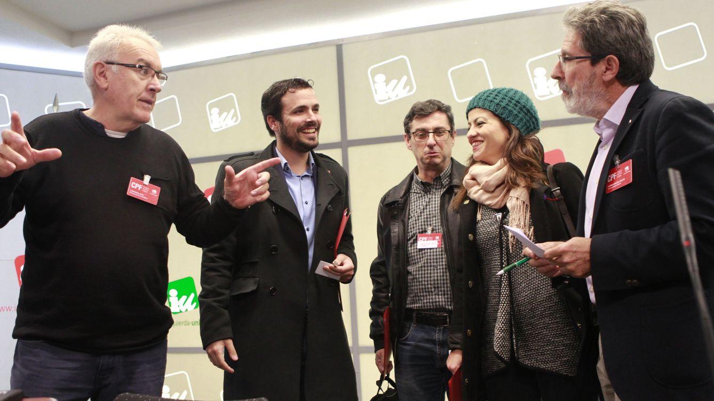Foto: Cayo Lara, Alberto Garzón, José Luis Centella, Sira Abed Rego y Adolfo Barrena, este 9 de enero en el Consejo Político Federal de IU. (EFE)
