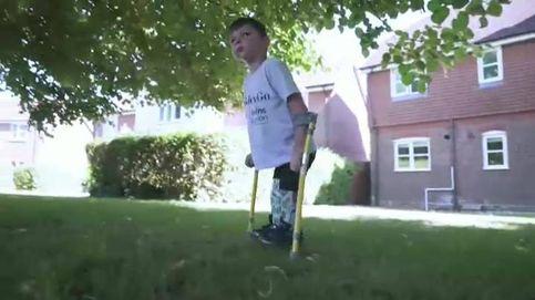 Un niño que perdió las dos piernas consigue casi 1 millón de libras para una buena causa