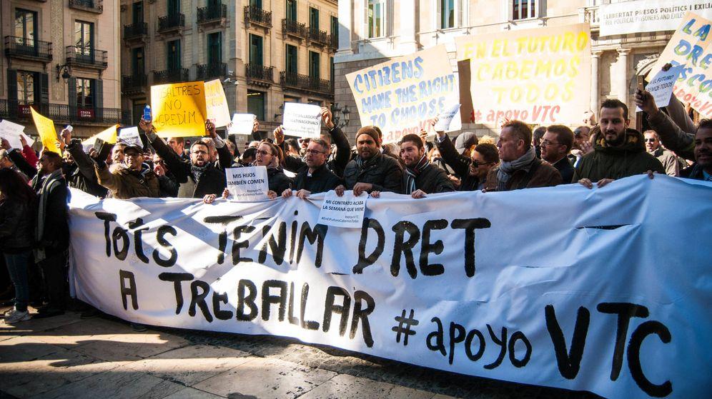 Foto: Manifestación de conductores de VTC el pasado 25 de enero en Barcelona contra las medidas en torno al sector del taxi. (Carmen Castellón)