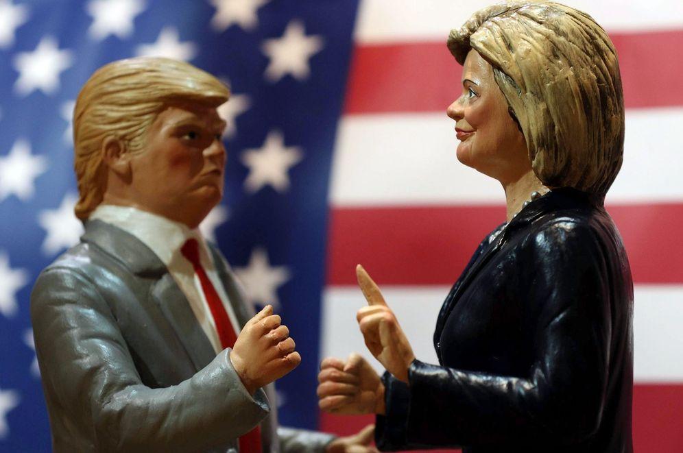 Foto: Figuras de los candidatos a la presidencia de EEUU, Donald Trump y Hillary Clinton (Efe).