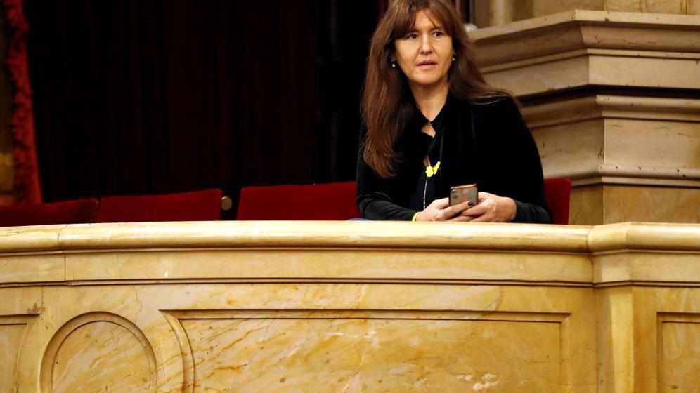 Foto: Laura Borràs, en la tribuna de invitados del Parlament. (EFE)