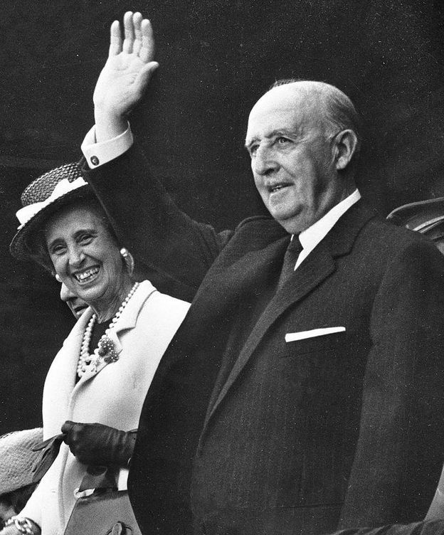 Foto: Francisco Franco y Carmen Polo. (Wikimedia Commons)