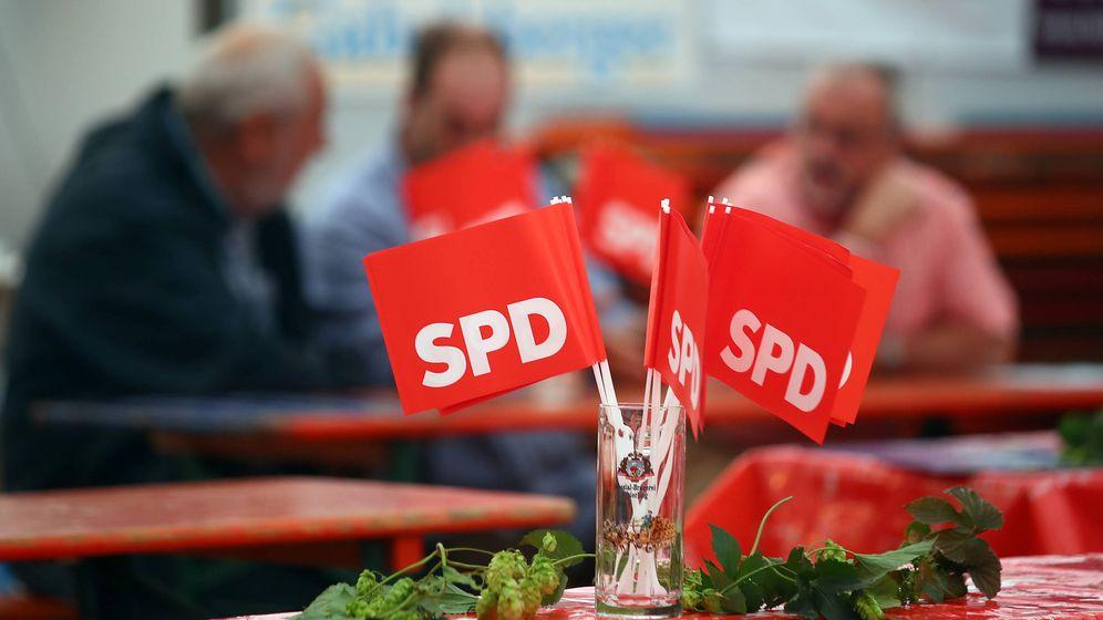 Foto: Banderas del SPD antes de un mitin de Martin Schulz en Abensberg, Alemania. (Reuters)
