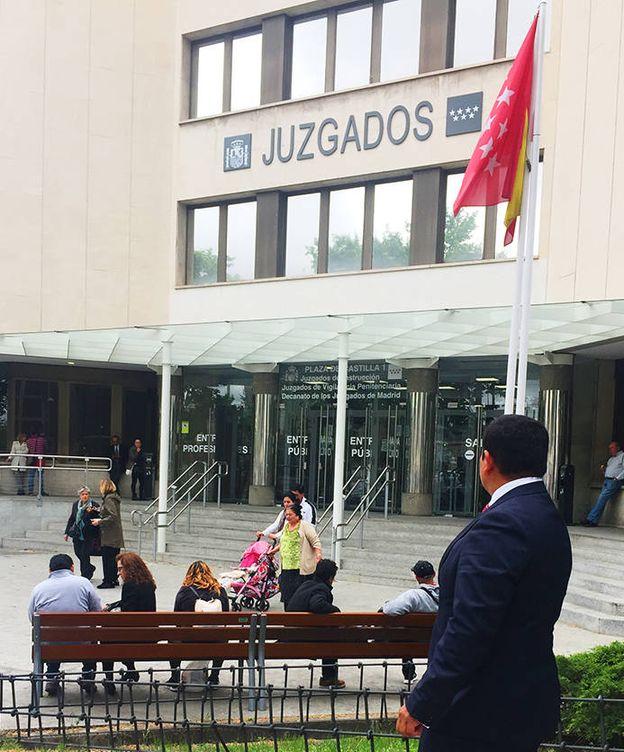 Foto: Víctor Joel Salas, junto a los juzgados de plaza de Castilla, donde se encontraba cuando sucedieron los hechos. (EC)