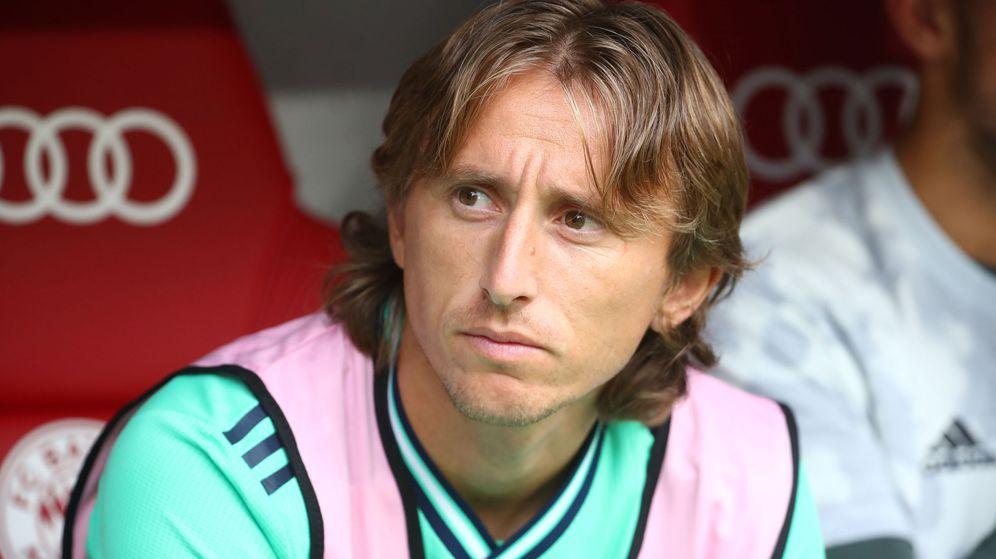 Foto: Luka Modric en el banquillo durante un partido del Real Madrid en la pretemporada. (Efe)