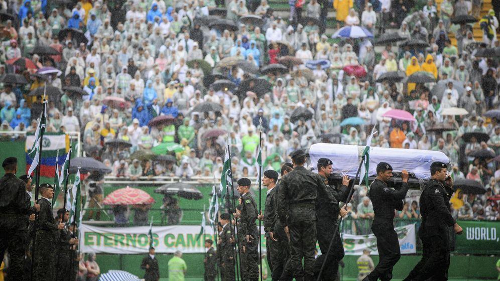 Foto: Imagen del velatorio celebrado en el el estadio Arena Condá de la ciudad de Chapecó (EFE)