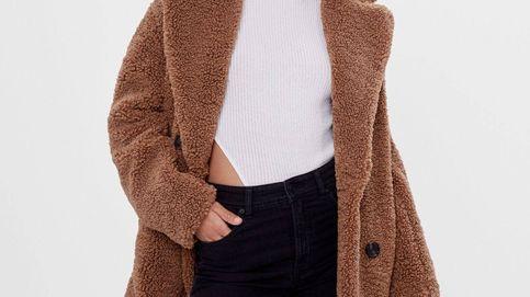 Bershka tiene el abrigo 'borreguito' que todas quieren para no tener frío esta temporada